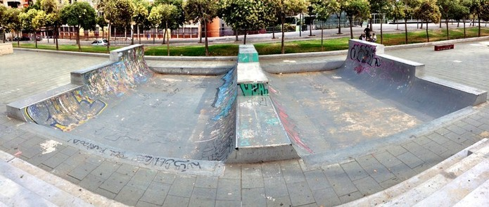 Bmx at Guineueta skatepark in Barcelona.